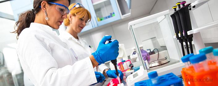 women in stem cell lab
